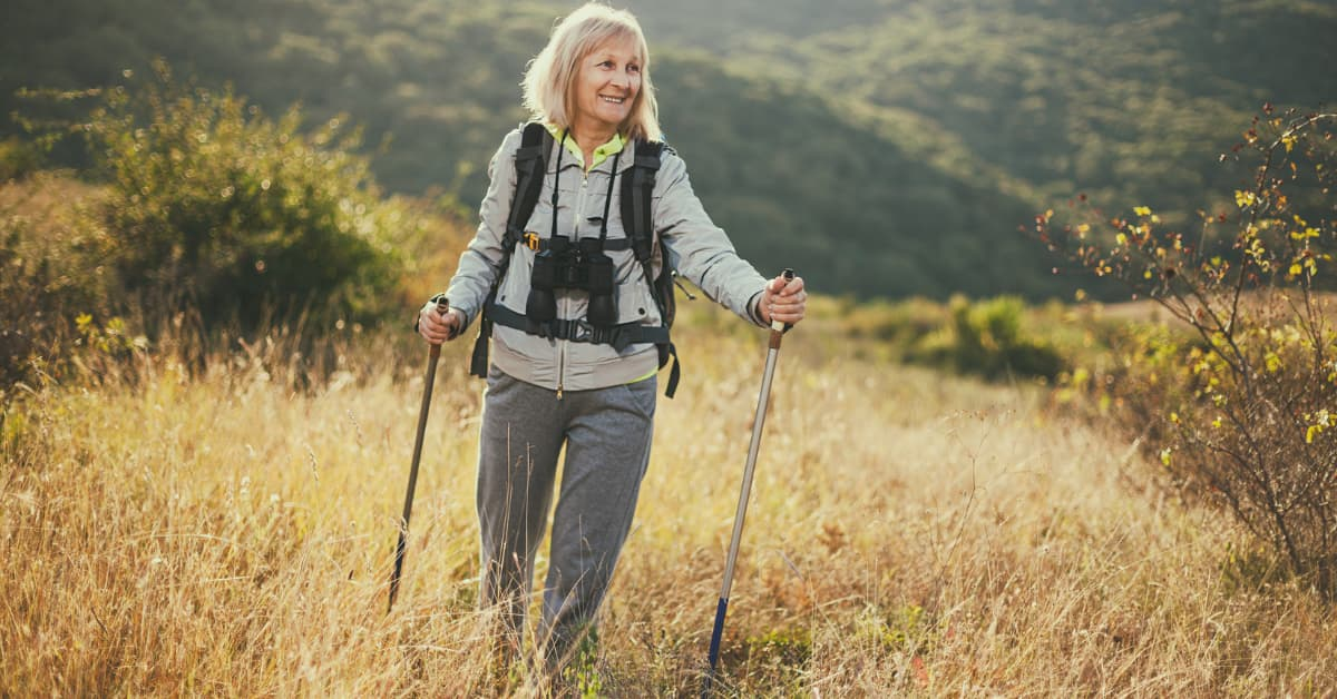 [blog - HubSpot] hiking-tips-active-seniors-v2